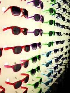 מתקן תצוגה למשקפיים