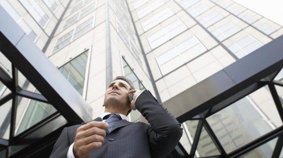כיצד לבדוק רקע על משרד עורכי הדין שאליו אתה פונה