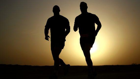 אימון ספורט ביתי: חמישה אימונים שיכניסו אתכם לכושר בבית
