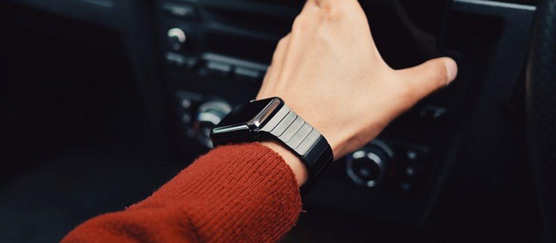 watch-916395_640