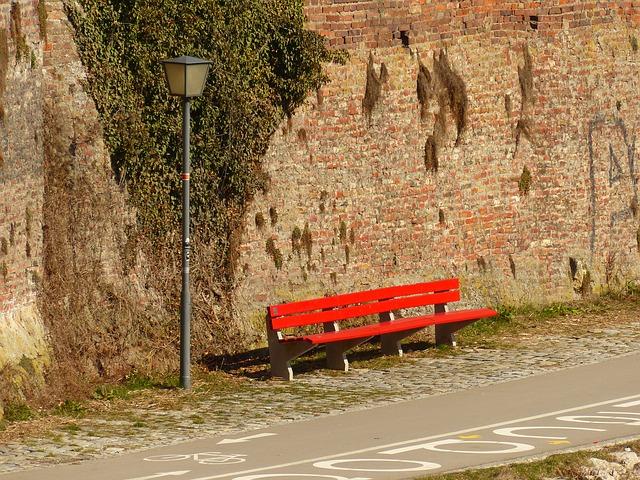 כל היתרונות של ריהוט לרחוב מבטון