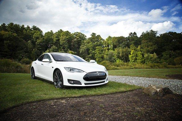 Tesla Car אילו מתחרות יש לה בשוק הרכבים החשמליים?