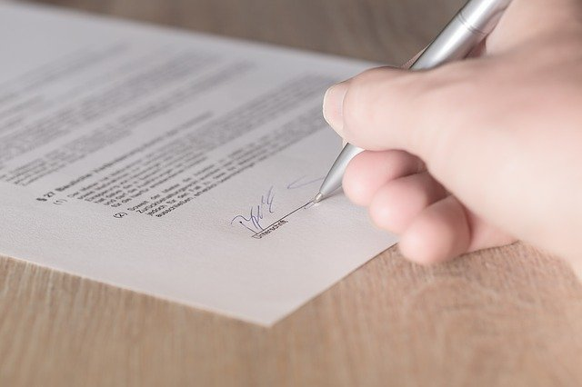 עורך דין לחוזים – כך תוכלו להיות בטוחים שהחוזים שלכם נכתבים במקצועיות הנדרשת